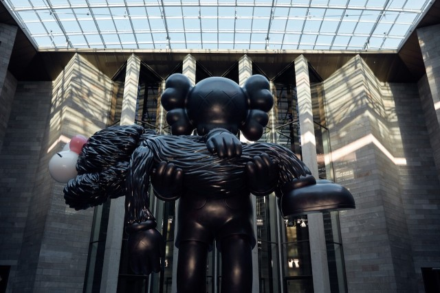 Hypebeast|An Exclusive Look Inside KAWS' -COMPANIONSHIP IN THE AGE OF LONELINESS Exhibition